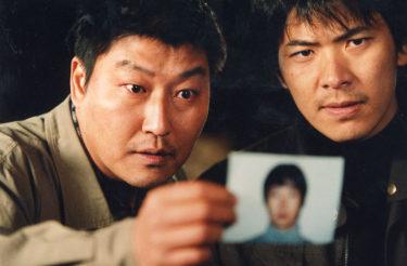 「パラサイト」のポン・ジュノ監督による、実在の連続殺人事件を基にしたサスペンス。 「殺人の追憶」 7月28日(水)よる7時~BS12 トゥエルビで放送