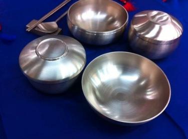 【ハングルちゃんブログ】昔は、食器も箸も真鍮製でした