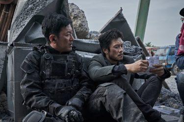 『白頭山大噴火』ビョンホン、ハ・ジョンウら役柄を解説!メイキング映像解禁